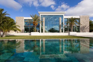 Modern high-end villa close to Port Adriano